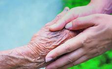 Cuidar a un dependiente en familia deja secuelas