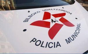Persigue a un joven que le intentó acuchillar en Bilbao La Vieja hasta la llegada de la Policía