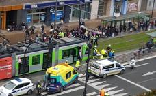 Accidente al chocar una menor que circulaba en bici contra el tranvía