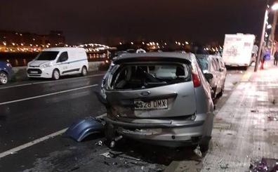 Un coche arrolla a otros tres aparcados en Erandio