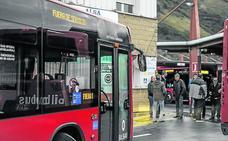 Bilbobus deberá encargarse de denunciar a los vehículos que ocupen el carril bus y las paradas