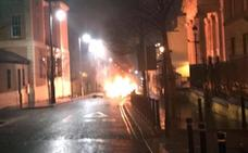 Investigan la explosión de un presunto coche bomba en Irlanda del Norte