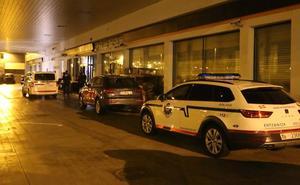 Dos individuos con la cara tapada y armados atracan la gasolinera de la salida de Algorta