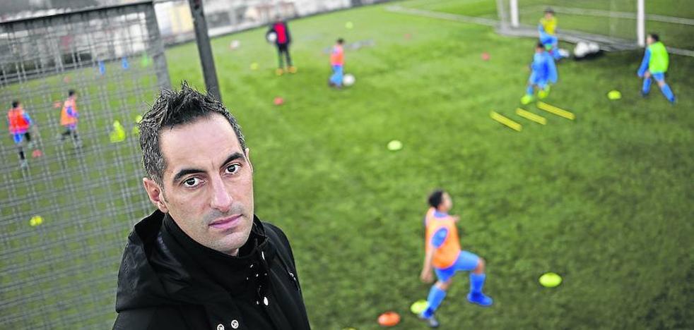 Arkaitz Mota: «Descubrimos en la calle en África a chicos descalzos que luego jugaron el Mundial»