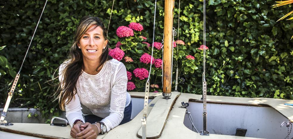 Ángela Pumariega: «De la vela no se vive. Si no tuviese un 'plan B', habría dejado de navegar hace tiempo»
