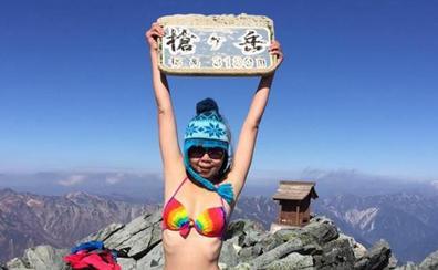 La alpinista del bikini muere congelada