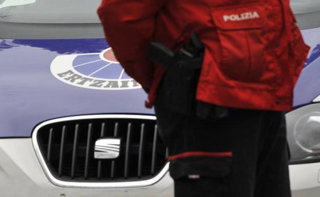 Detenidos dos jóvenes tras ser sorprendidos en el interior de una lonja en Sestao