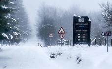 La nieve y la lluvia dificultan la conducción en Álava