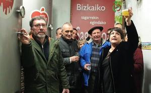 La temporada de sidra se abre en Bizkaia a ritmo de los bertsos de Onintza Enbeitia