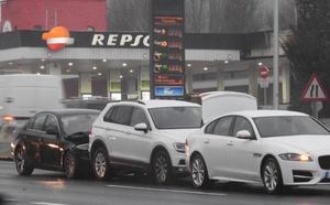 Chocan tres vehículos en La Avanzada en una mañana complicada por las balsas de agua