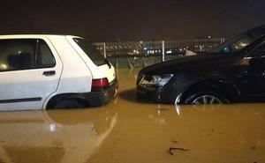 La ría vuelve a desbordarse en Zorrozaurre por lluvias intensas