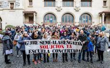 Padres de la enseñanza concertada piden en Vitoria la implicación del Gobierno vasco