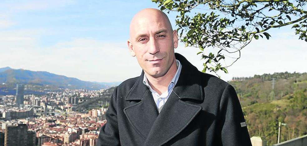 Luis Rubiales: «Yo amo el fútbol y Tebas defiende el negocio»