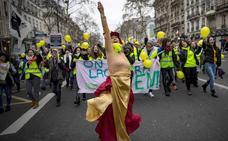Los músicos de la calle escriben la banda sonora de los 'chalecos amarillos'