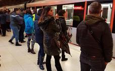 Normalidad en el metro tras los retrasos registrados por una avería en la estación de Etxebarri