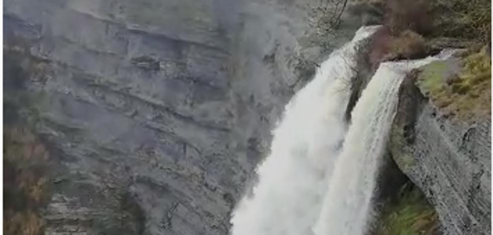 El salto del Nervión y Gujuli, espectaculares por las intensas lluvias