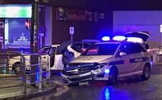Colisión de un coche patrulla de la Policía Municipal en Bolueta