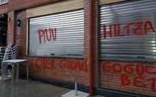 Nuevas pintadas en batzokis a favor de los presos de ETA y llamando «asesino» al PNV