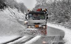 Una jornada de nevadas intermitentes cubre de blanco Álava