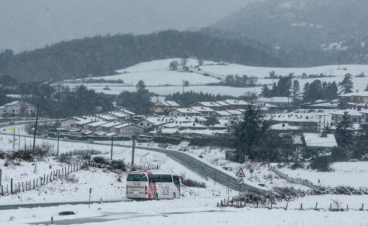 Las primeras nieves cubren Euskadi con un manto blanco