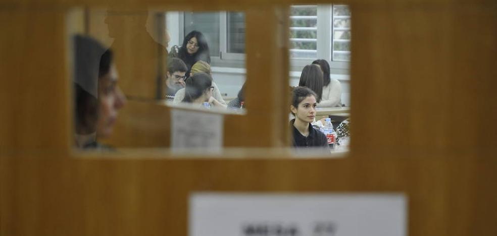 15.477 médicos se examinan hoy para lograr plaza MIR entre las 6.797 ofertadas en España