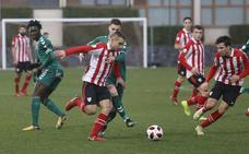 El Bilbao Athletic, aliado con los postes, no falla en Lezama