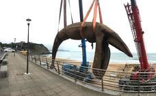 Trasladan al vertedero de Artigas la ballena varada en Sopela