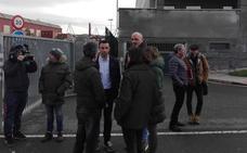 Alcaldes de la Margen Izquierda y el Comité de La Naval se unen para luchar contra el cierre del astillero