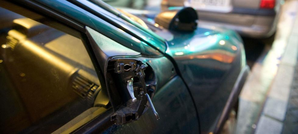 Detenido un joven tras causar daños a una decena de vehículos en Indautxu