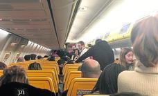 Unos 200 españoles, atrapados durante seis horas en un avión de Ryanair