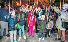 Más de mil de personas honran a Santa Águeda en Vitoria