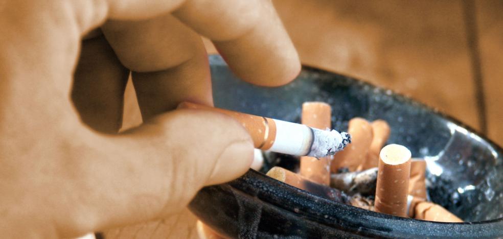 Un padre pierde la custodia de sus hijos en Córdoba por fumar «de forma irresponsable» ante ellos