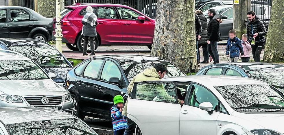 El 'parking exprés' convence a las familias y a los colegios de Vitoria