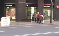 Una pareja de 60 años atraca una sucursal de Kutxabank en Barcelona y se lleva 50.000 euros