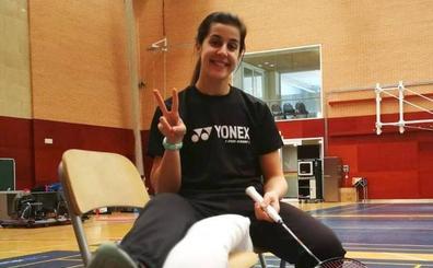 Carolina Marín vuelve a entrenarse una semana después de su operación