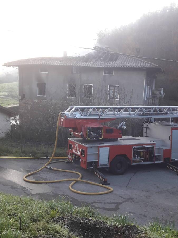 Incendio en un caserío de Zeberio