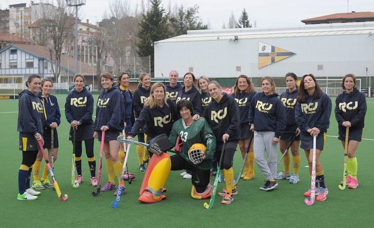 Un entrenamiento de las Mamis Hockey Jolaseta