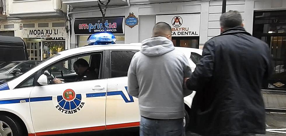 Condenan a 15 años de cárcel a tres hombres que asaltaron un chalé en Sopela y maniataron a los moradores