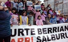 Las familias de Errekabarri se manifiestan para exigir la apertura del colegio en septiembre