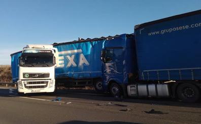 Una colisión entre dos camiones en La Puebla de Arganzón genera retenciones en la A-1