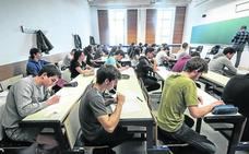 Los escolares vitorianos tienen mejores notas en matemáticas y lengua que la media vasca