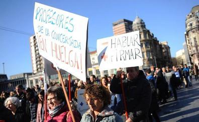 Indignación en las familias por los diez días más de huelga en los colegios concertados