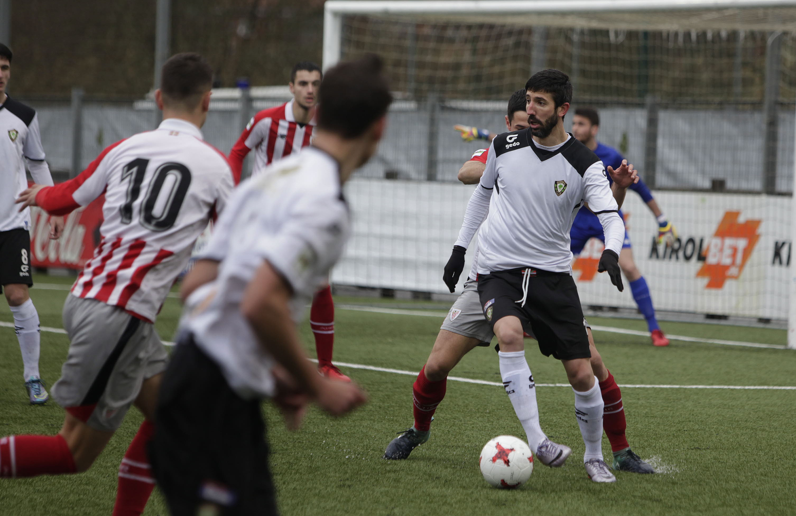 El Gernika quiere prolongar su racha ante el Bilbao Athletic