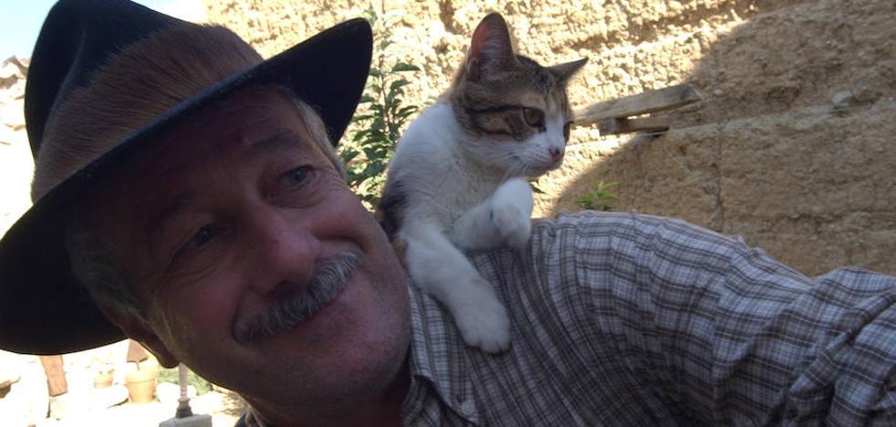 «La historia no ha hecho justicia a los gatos»