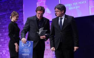 El equipo del documental 'Dos Cataluñas' devuelve un premio que les entregó Puigdemont