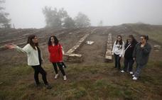 Arratzu acerca a los docentes la historia del castro de Arrola para impulsar su divulgación