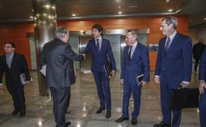 Acuerdo de mínimos entre las instituciones vascas para evitar una guerra por el reparto de los impuestos