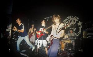 Viaje al pasado en el gaztetxe de Berriz para celebrar su veinte aniversario
