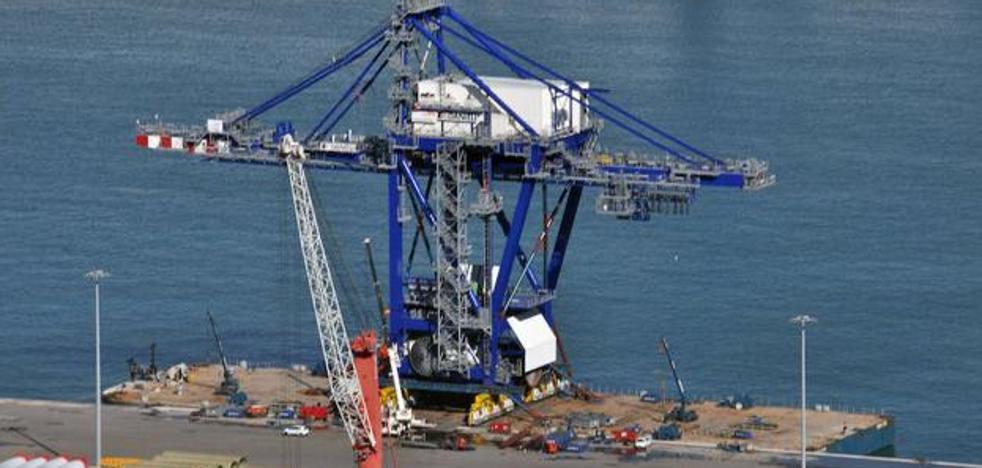 Una grúa gigantesca en el Puerto de Bilbao