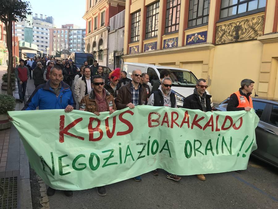 La plantilla del Kbus se manifiesta en Barakaldo para reclamar mejoras laborales